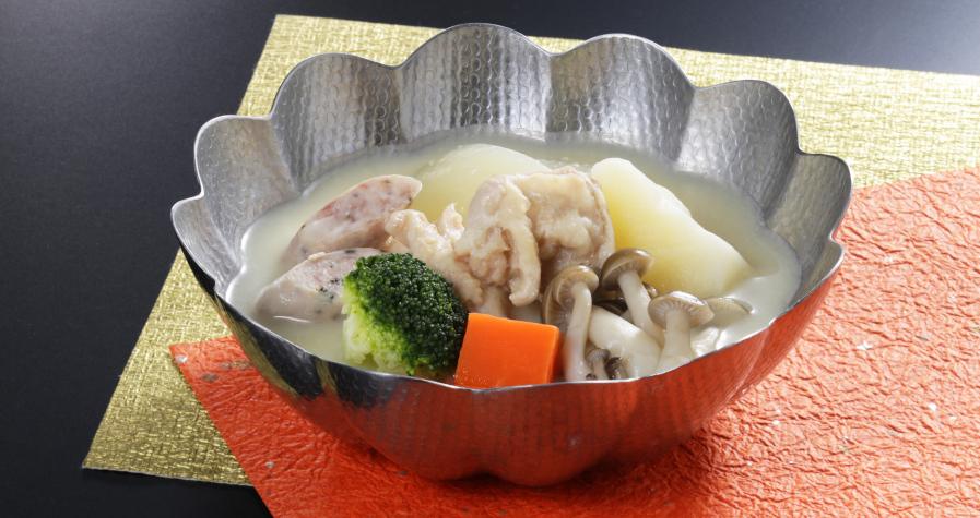 大山鶏と香草ソーセージの牛酪味噌鍋