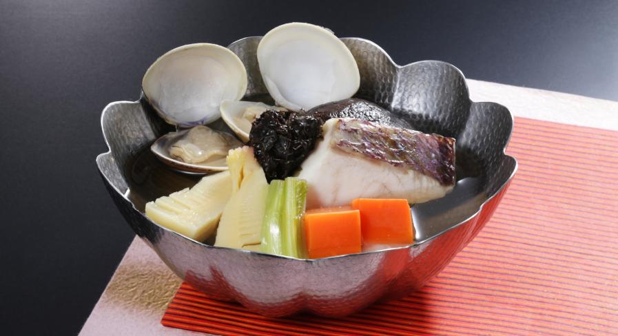 真鯛とはまぐりの出雲十六島海苔鍋
